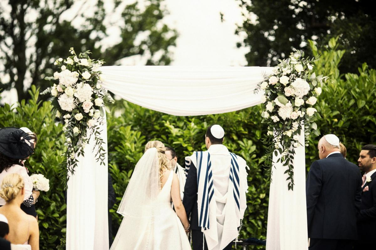 botleys mansion outdoor jewish ceremony